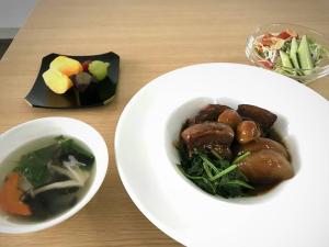 Screenshot-2017-10-24 学生レストラン ソライロさん( sorairo_tbcoyama) • Instagram写真と動画(1)