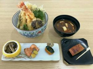 Screenshot-2017-10-24 学生レストラン ソライロさん( sorairo_tbcoyama) • Instagram写真と動画